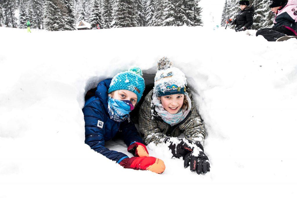 Budowanie śnieżnej jamy