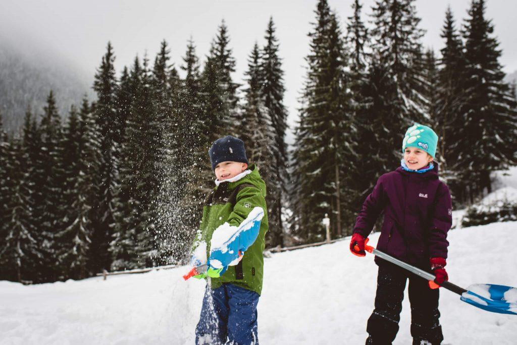 Szukanie skarbów w śniegu